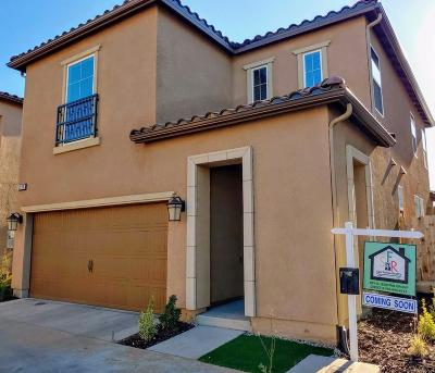 Clovis Single Family Home For Sale: 2590 Mustang Drive