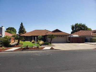 Clovis Single Family Home For Sale: 2346 Robinwood Avenue
