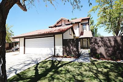 Lancaster Single Family Home For Sale: 1515 W Avenue H15