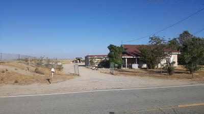 Lancaster CA Single Family Home For Sale: $275,000