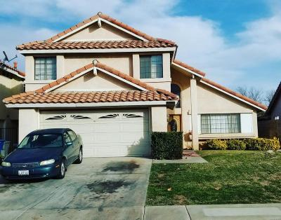 Palmdale Single Family Home For Sale: 37634 Barrinson