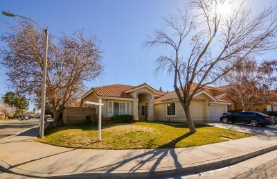 Palmdale Single Family Home For Sale: 40102 Heathrow Drive
