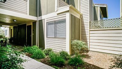 Santa Clarita Condo/Townhouse For Sale: 27074 Hidaway Avenue #Unit 3