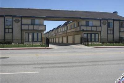 Palmdale Condo/Townhouse For Sale: 38710 E 10th Street #22