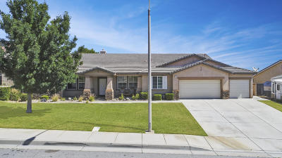 Palmdale Single Family Home Active Under Contract: 5609 Bienveneda Terrace