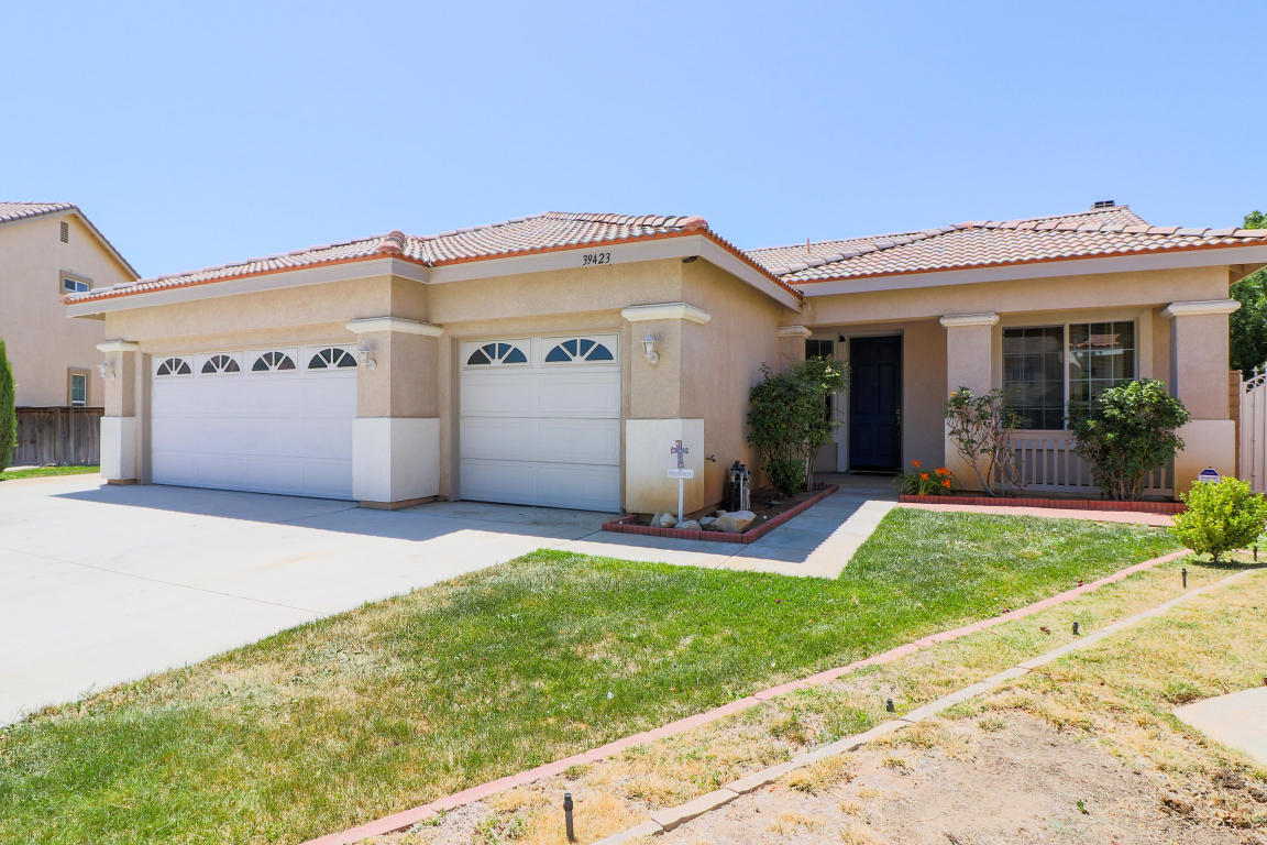 Fantastic Mls 18005912 Palmdale Real Estate Lancaster Real Estate Home Interior And Landscaping Ologienasavecom