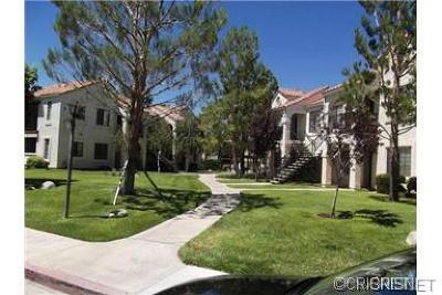 Palmdale Condo/Townhouse For Sale: 2554 Olive Drive #Apt 95
