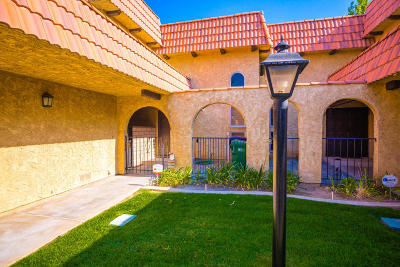 Palmdale Condo/Townhouse For Sale: 212 Shirley Lane