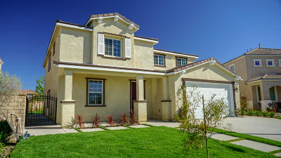 Palmdale Single Family Home For Sale: 37432 Peachwood Place
