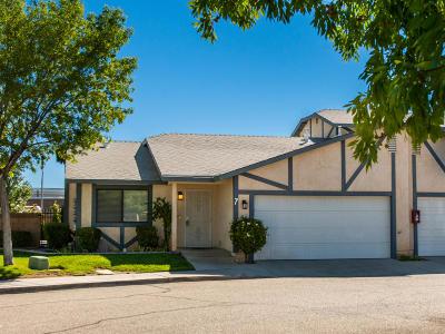 Lancaster Condo/Townhouse For Sale: 43840 Bobby Jones Drive #7