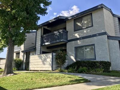Santa Clarita Condo/Townhouse For Sale: 27610 Susan Beth Way #Unit I