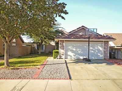 Palmdale Single Family Home For Sale: 5139 Sunburst Drive