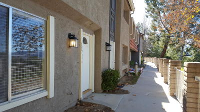 Santa Clarita Condo/Townhouse For Sale: 26951 Avenida Terraza