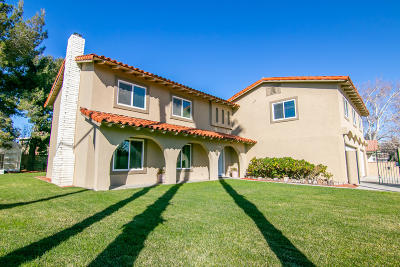 Palmdale Single Family Home For Sale: 39601 Country Club Drive