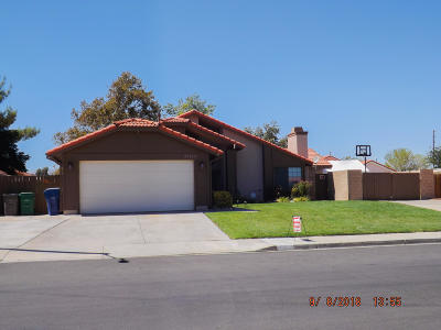 Palmdale Single Family Home For Sale: 37133 Dawson Drive