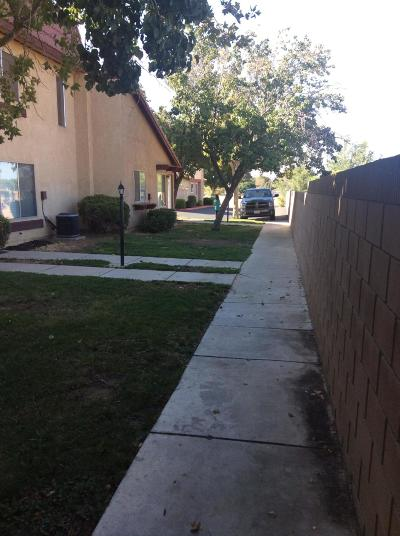 Palmdale Condo/Townhouse For Sale: 1750 E Avenue Q14 Unit 15 #Apt 15