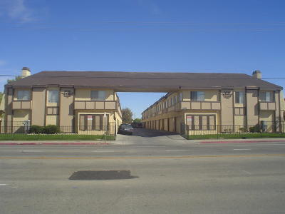 Palmdale Condo/Townhouse For Sale: 38710 E 10th Street #Apt 17