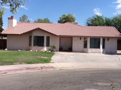 Calexico Single Family Home For Sale: 704 Harlan Ct