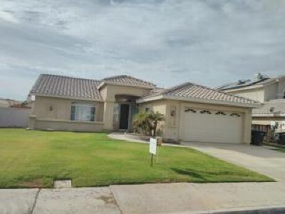 El Centro Single Family Home For Sale: 927 Chaparral Dr