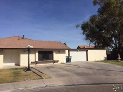 Calexico CA Single Family Home For Sale: $300,000