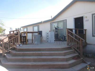 El Centro Mobile Home Contingent: 1589 Farnsworth Ln