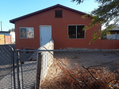 El Centro Single Family Home Contingent: 233 E Olive Ave