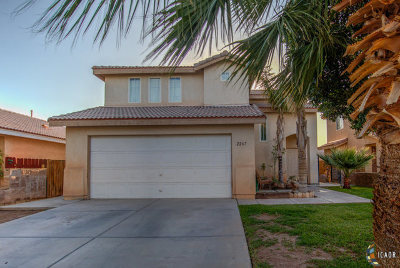 Calexico CA Single Family Home For Sale: $260,000