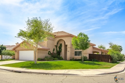 Calexico Single Family Home Looking For Backup: 1967 Adams Ct