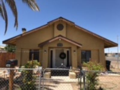 El Centro Single Family Home For Sale: 420 W Commercial Ave