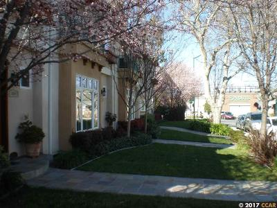 Walnut Creek Condo/Townhouse For Sale: 1539 Geary Rd. # C