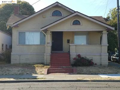 Maxwell Park Single Family Home For Sale: 2539 55th Ave