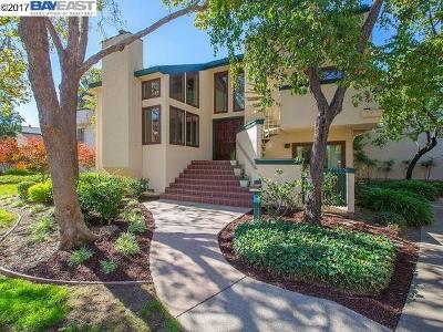 Alameda Condo/Townhouse For Sale: 413 Baywood Rd