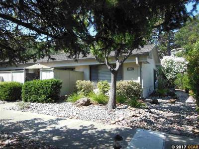 Walnut Creek Condo/Townhouse For Sale: 1600 Oakmont Dr #4
