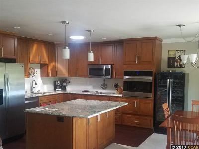 Walnut Creek Condo/Townhouse For Sale: 1232 Skycrest Drive #5