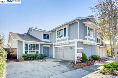 Alameda Single Family Home For Sale: 320 Victoria Bay