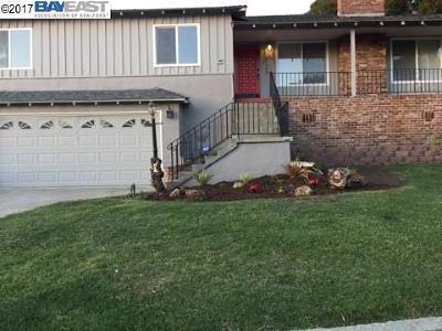 Oakland Single Family Home For Sale: 3965 Fairway Ave