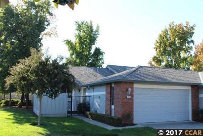 Walnut Creek Condo/Townhouse For Sale: 627 Francisco Ct