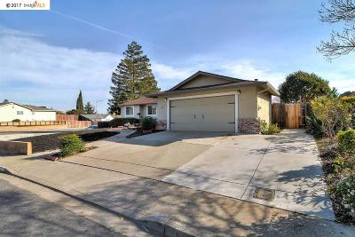 Pittsburg Single Family Home For Sale: 1 Kingswood Dr