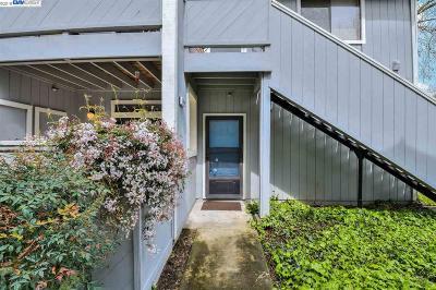 Fremont Condo/Townhouse For Sale: 37441 Parish Cir #2D