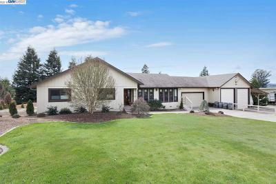 Sonoma County Single Family Home For Sale: 2208 Olivet Rd