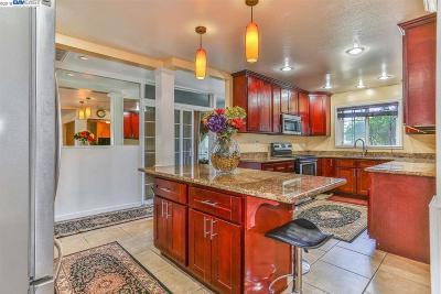 Newark Single Family Home For Sale: 37123 Arden St