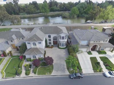 Stockton Single Family Home For Sale: 4738- Saint Andrews Dr