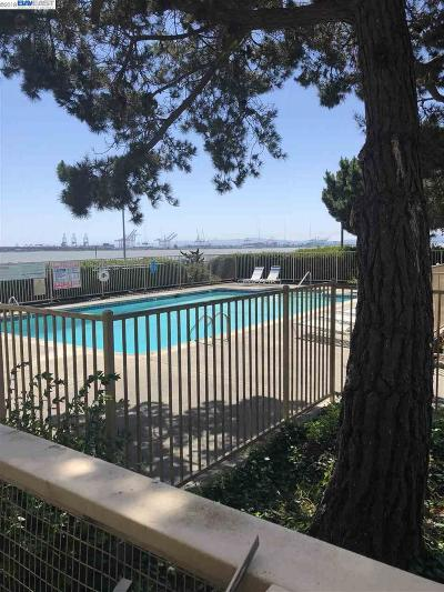 Emeryville Condo/Townhouse For Sale: 3 Commodore #B158