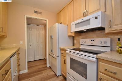 Walnut Creek Condo/Townhouse Price Change: 420 N Civic Dr #309