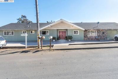 San Leandro Single Family Home For Sale: 14697 Saturn Dr