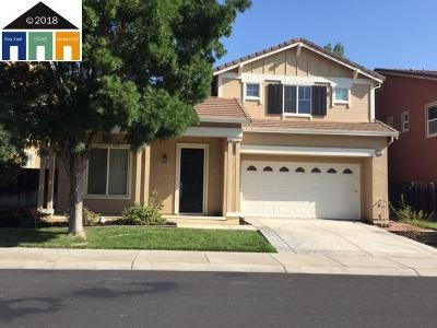 The Lakes Single Family Home Contingent: 5355 Gold Creek Cir