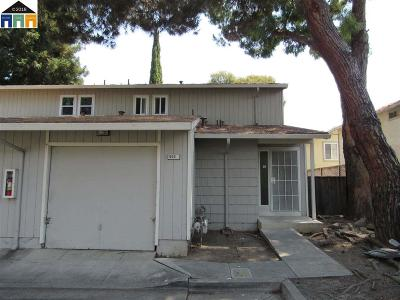 Hayward Condo/Townhouse For Sale: 655 Foster Court #2