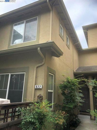 Milpitas Condo/Townhouse For Sale: 822 Fascination Pl
