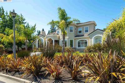 Danville Single Family Home For Sale: 117 Laurelwood Dr