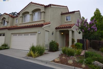 Castro Valley Condo/Townhouse For Sale: 20120 Summerglen Pl